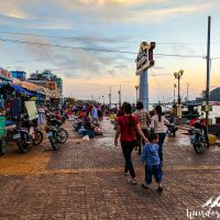Ha Tien - Morning market crowd