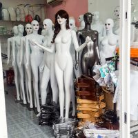 mannequins store in Hue