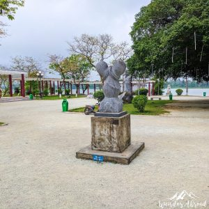 Ambiguous sculpture in Hue