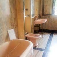 This bathroom is the original one! So modern!
