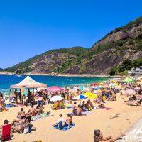 Super crowded Sunday beach at Praia Vermelha